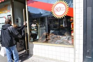 Schwartz's_Deli_store_front