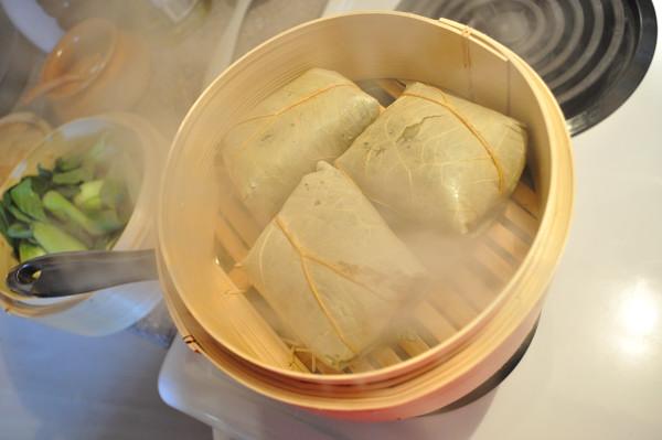 Steaming Lo Mai Gai - Food Gypsy