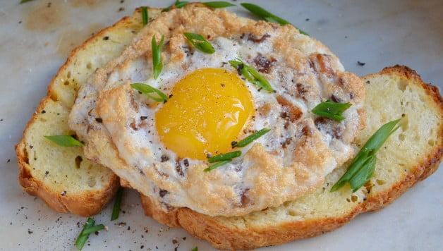 Baked Eggs with Bacon & Cheese - Food Gypsy